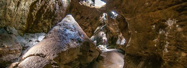 Der große Stalagmit in  der Iberger Tropfsteinhöhle © HöhlenErlebnisZentrum