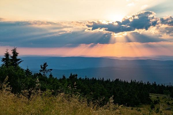 700 km Harz Sonne in den Wolken
